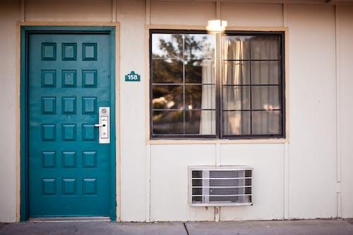 Ingyenes stockfotó ajtó, bejárat, elülső, építészet témában