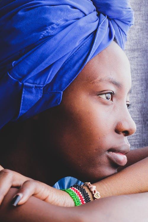 Foto d'estoc gratuïta de dona de 20-25 anys, perles africanes