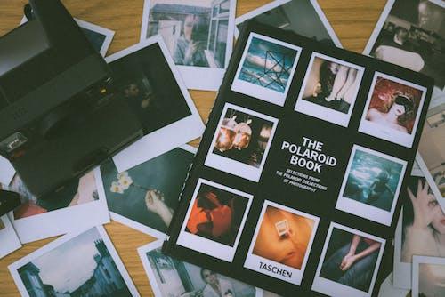 Безкоштовне стокове фото на тему «Polaroid, великий план, документи, експонат»