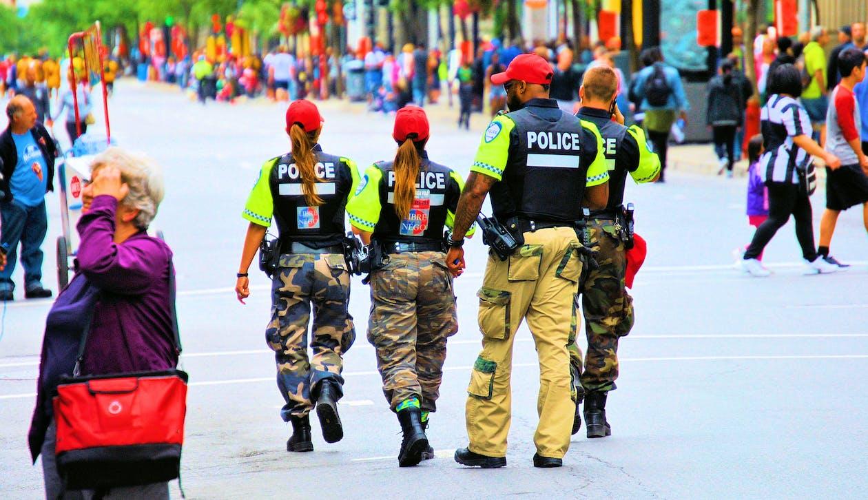 거리, 경찰, 군대