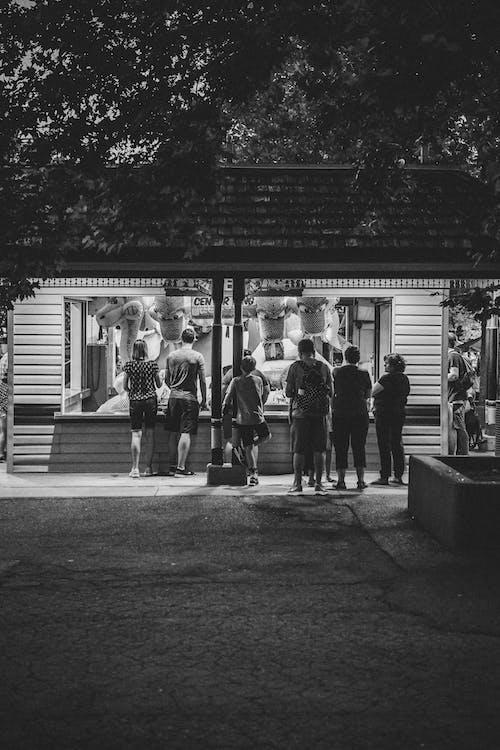 Foto stok gratis berfokus, bersama, di luar rumah, grup