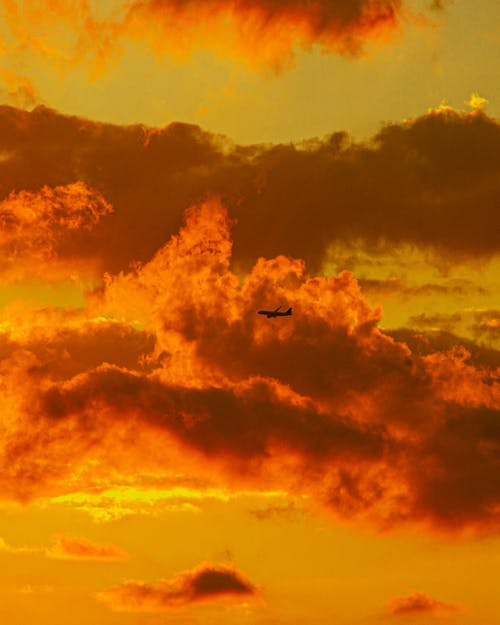 Immagine gratuita di aeroplano, cielo, cielo di sera, cielo drammatico