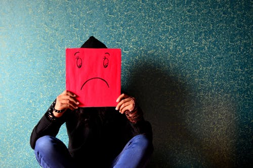 Ingyenes stockfotó aggódó, artsy, beltéri, boldogtalan témában