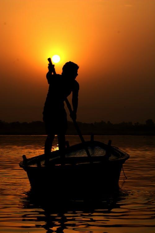 Immagine gratuita di acqua cristallina, barca, barca da pesca, Cielo scuro