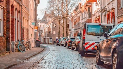 Immagine gratuita di auto, centro città, cittadina, edifici