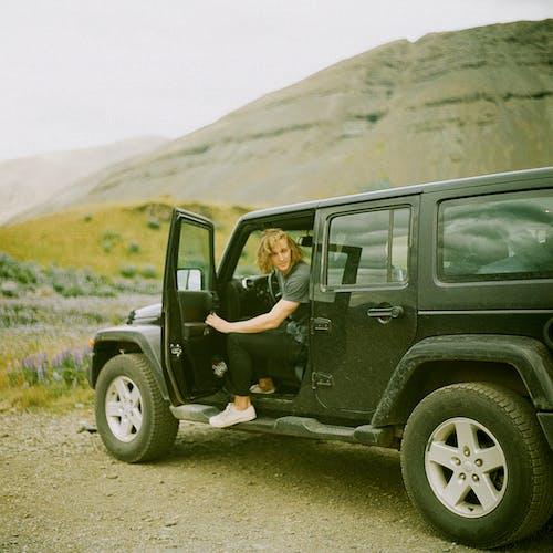 Ingyenes stockfotó 4x4, autó belső, dzsip, elmosódott háttér témában