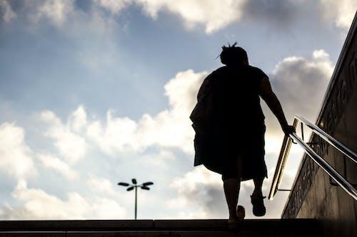 Foto stok gratis bawah tanah, berjalan, kaum wanita, kota