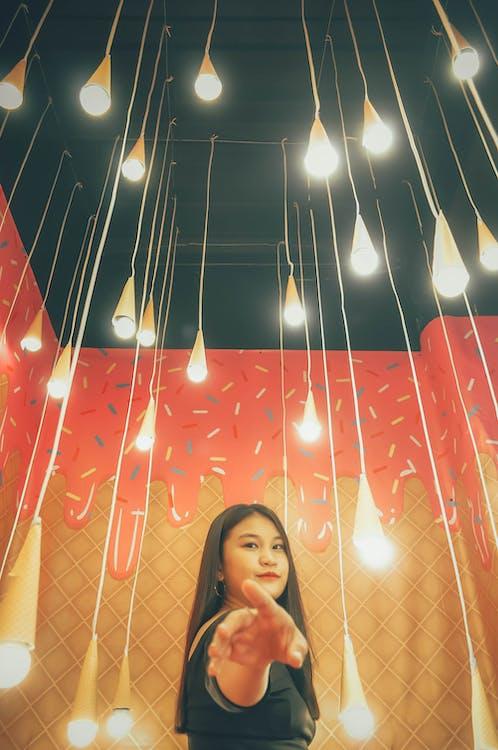 elektryczne światła, lody, portret