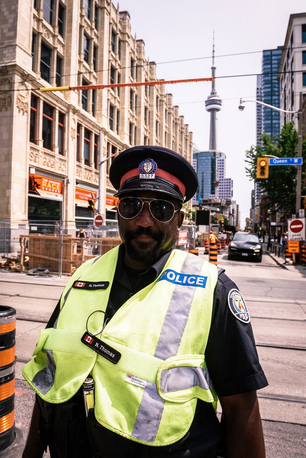 Police standing on the street | Photo: Pexels