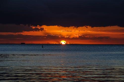 Gratis arkivbilde med appelsin, daggry, gyllen sol, hav