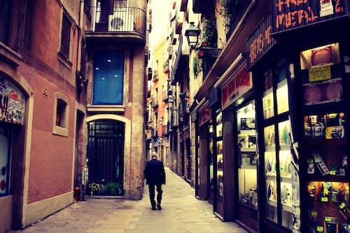 Δωρεάν στοκ φωτογραφιών με άνδρας, αρχιτεκτονική, αστικός, καταστήματα