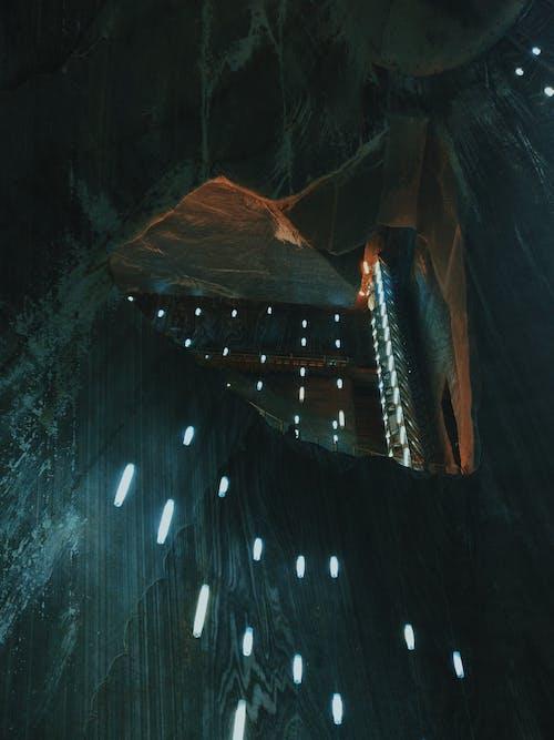 Безкоштовне стокове фото на тему «геологічна формація, Ліхтарі, Печера, Темний»