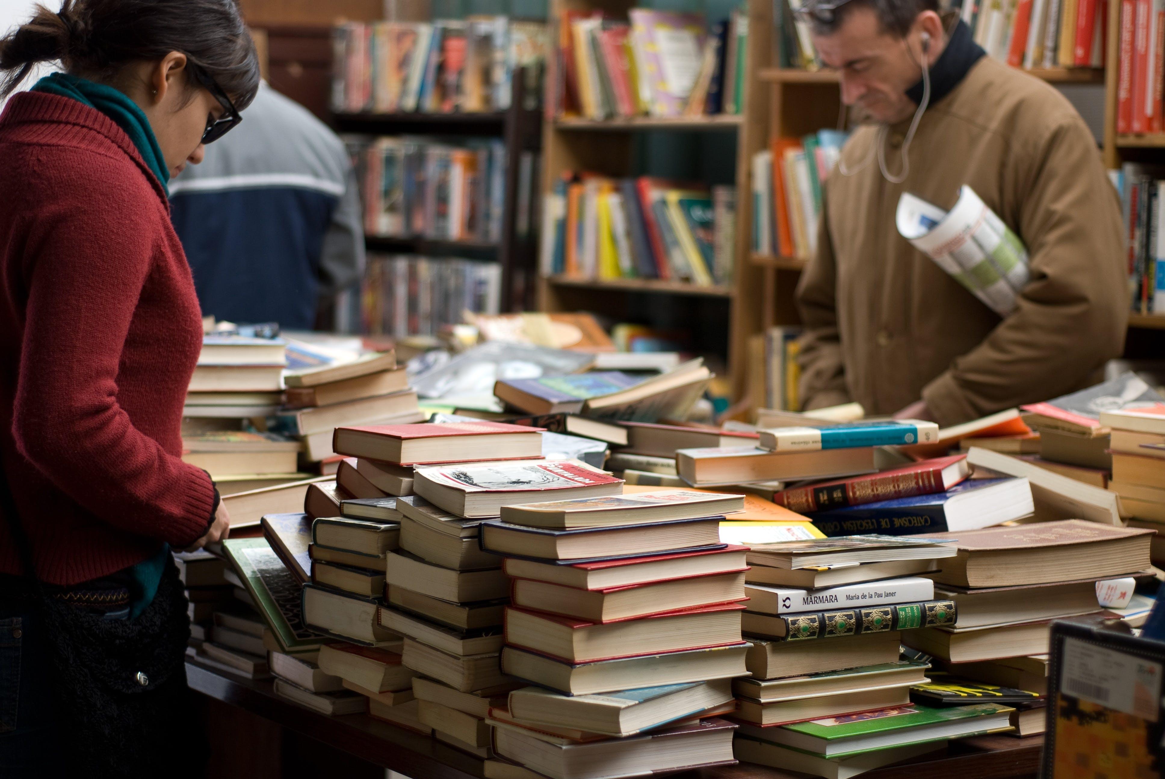 Δωρεάν στοκ φωτογραφιών με αγορά, ανάγνωση, άνδρας, Άνθρωποι