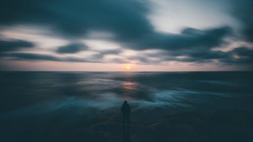人, 地平線, 天空, 戲劇化 的 免費圖庫相片