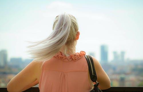 Foto d'estoc gratuïta de actitud, alemany, bossa de mà, cabells rossos