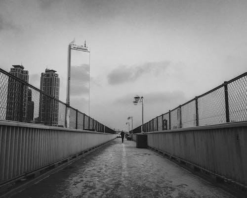 人行天橋, 光, 光線, 單色 的 免费素材照片