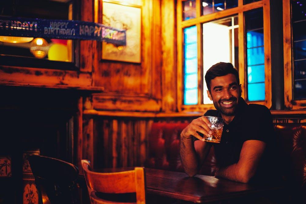 A man drinking at the bar. | Photo: Pexels