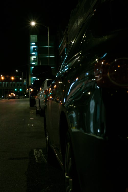 Immagine gratuita di auto, auto blu, autoscontro, centro città