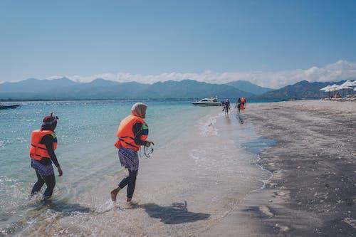 Foto profissional grátis de céu azul, garota de praia, ilhas gili, Indonésia