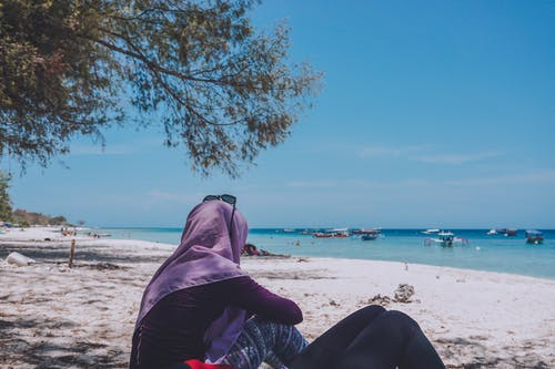 Foto profissional grátis de céu, céu azul, garota de praia, ilhas gili
