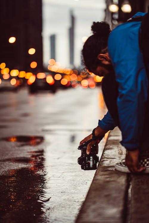 Fotos de stock gratuitas de calle, carretera, haciendo una foto, hombre
