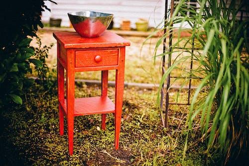 Безкоштовне стокове фото на тему «дерев'яний, меблі, сад, трава»