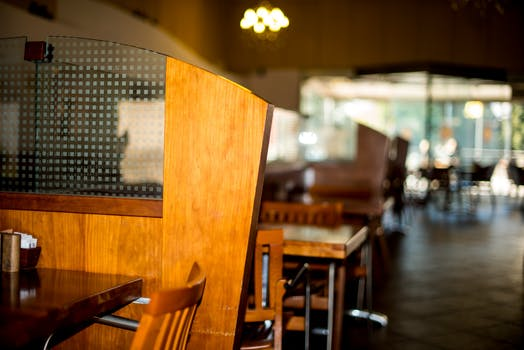 Vintage Wooden Chairs >> Table in Vintage Restaurant · Free Stock Photo