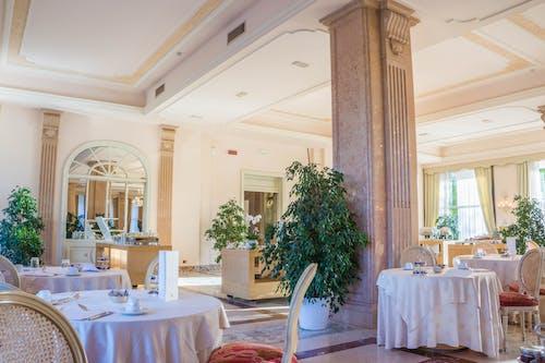 Ilmainen kuvapankkikuva tunnisteilla arkkitehtuuri, eleganssi, hotelli, huone