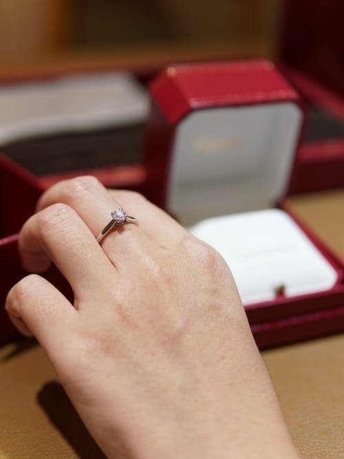Foto d'estoc gratuïta de accessori, aliança, anell, anell de compromís