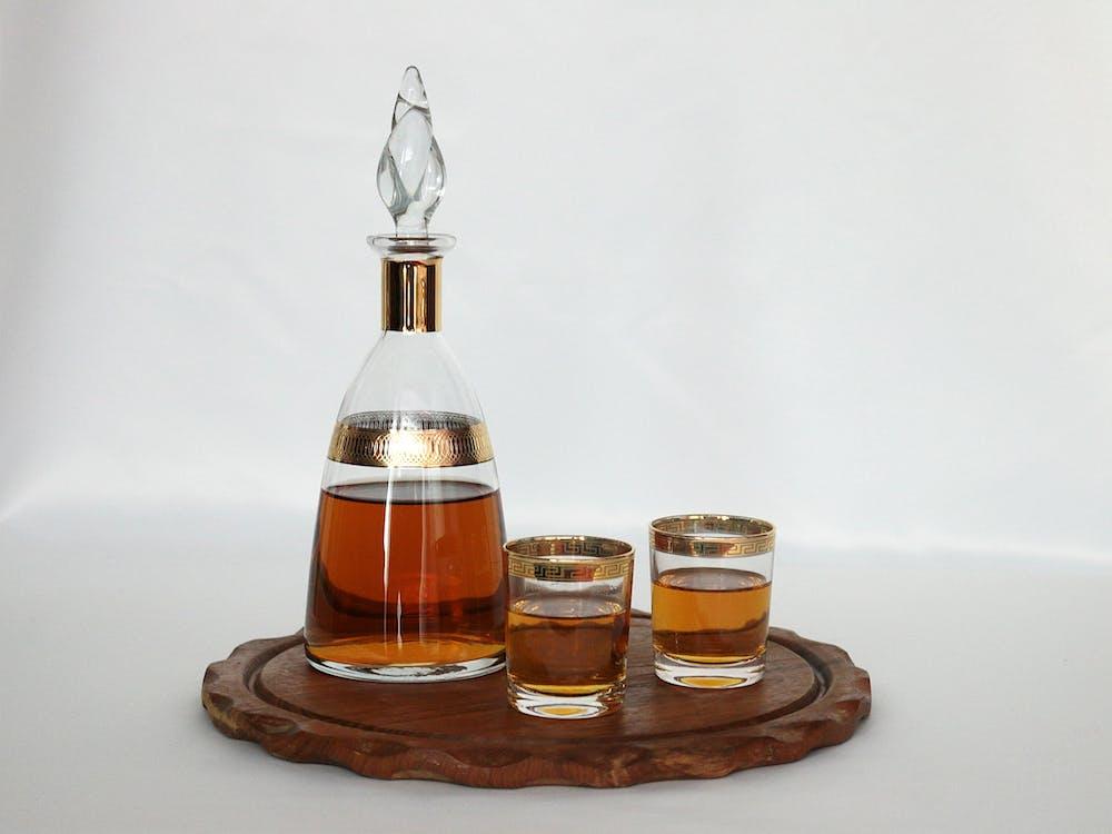 alkohol, celý, drevený podnos