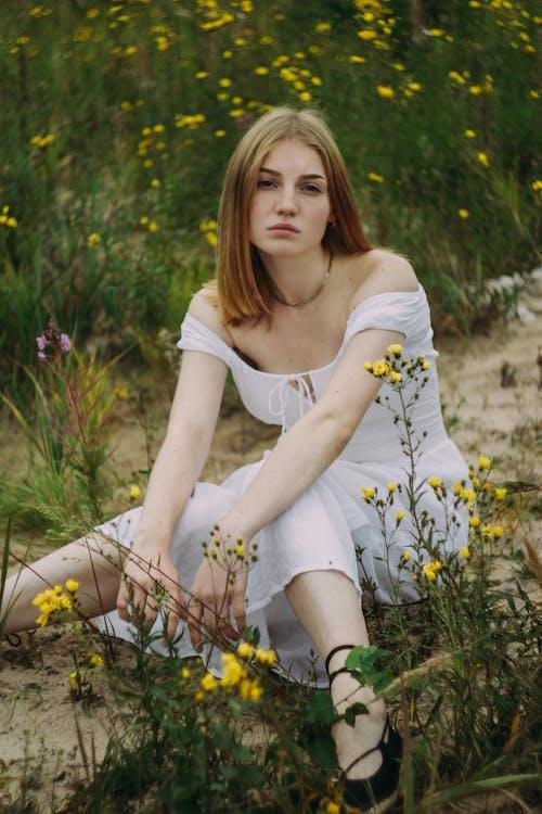 Безкоштовне стокове фото на тему «вродлива, жінка, квіти, краса»