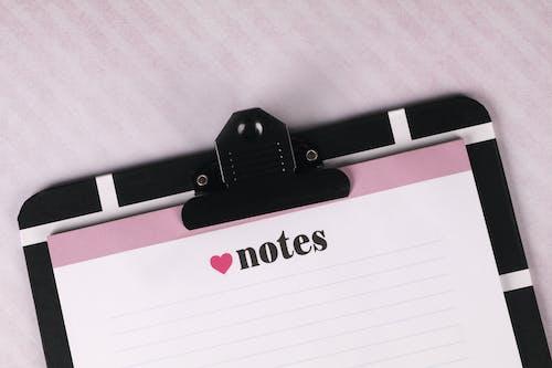 Gratis arkivbilde med hjerte, merknader, skriveplate