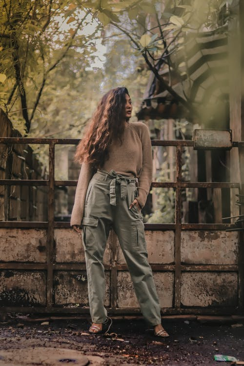 Foto d'estoc gratuïta de cabells llargs, de moda, dempeus, dona