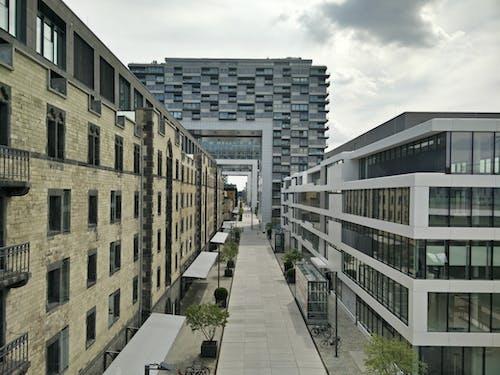 Kostenloses Stock Foto zu architektur, balkon, bau, büro