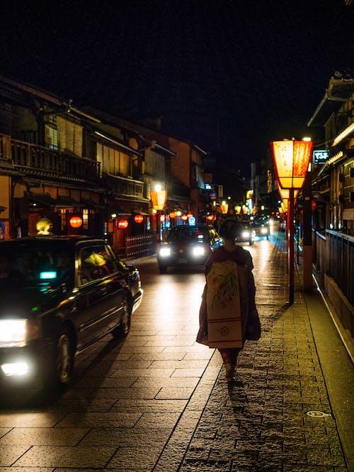 Darmowe zdjęcie z galerii z chodzić, gejsza, hanamikoji, kimono