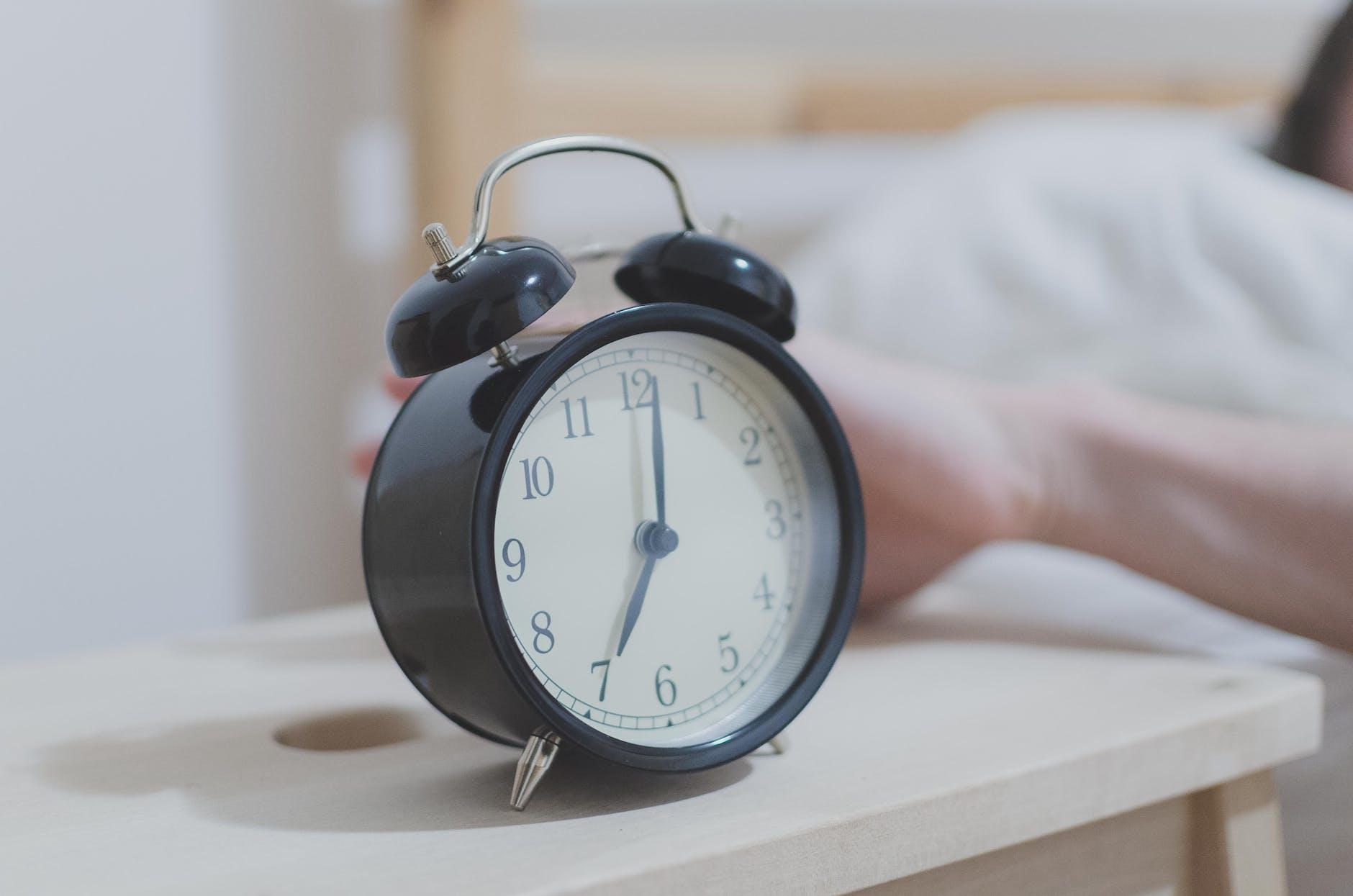 Hall life - alarm
