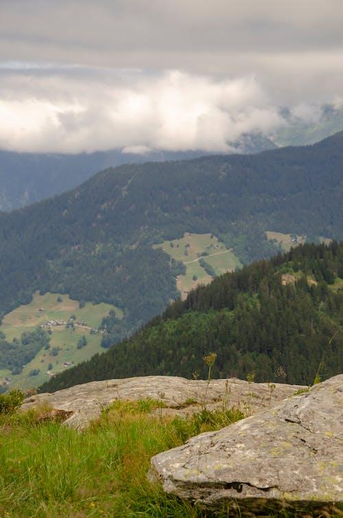 Gratis lagerfoto af bjerg, bjergside, kampesten, klippeside