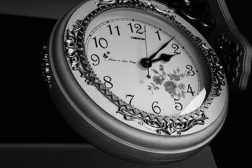 Fotobanka sbezplatnými fotkami na tému čas, časovač, čierna a biela, číslo