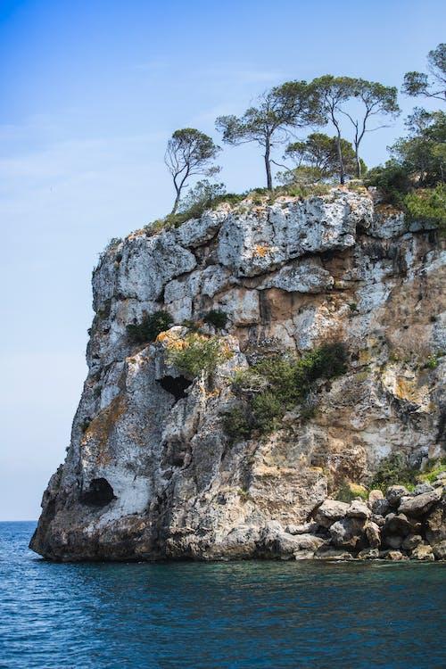 Бесплатное стоковое фото с голубое небо, мальорка, средиземноморский, утес