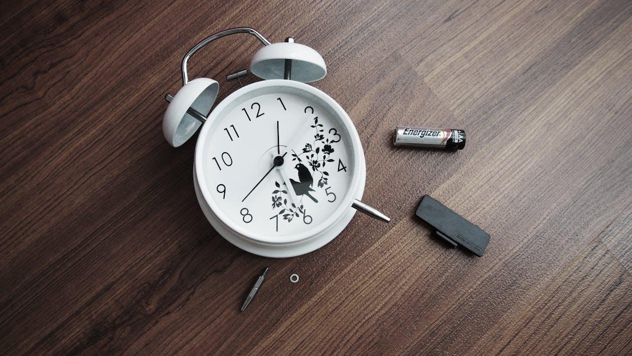 Round White Analog Clock