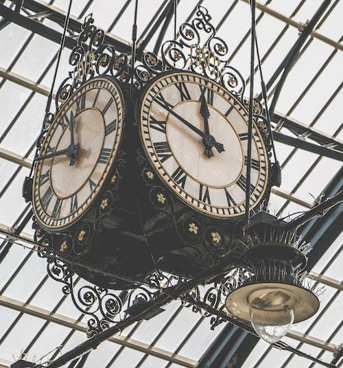asılı, bağbozumu, eskiye dönüş, saat içeren Ücretsiz stok fotoğraf