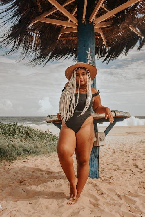 Kostnadsfri bild av hav, havsstrand, kvinna, person