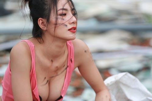 açık hava, aşındırmak, Asyalı kadın, bakmak içeren Ücretsiz stok fotoğraf
