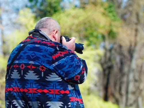Darmowe zdjęcie z galerii z aparat cyfrowy, aparat dslr, dorosły, drzewa