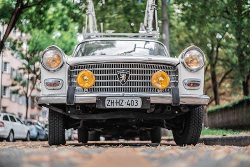 Безкоштовне стокове фото на тему «вулиці, Вулиця, класичний, кузов автомобіля»