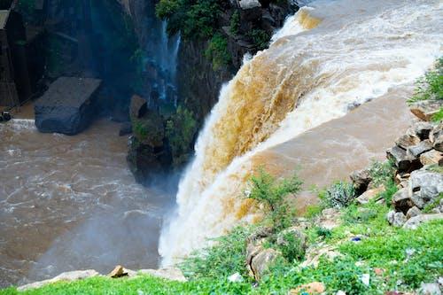 Foto stok gratis air gokak jatuh, air terjun, tepi laut