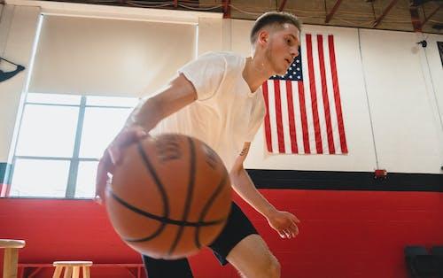 Foto profissional grátis de atleta, atleta masculino, basquete, esportes
