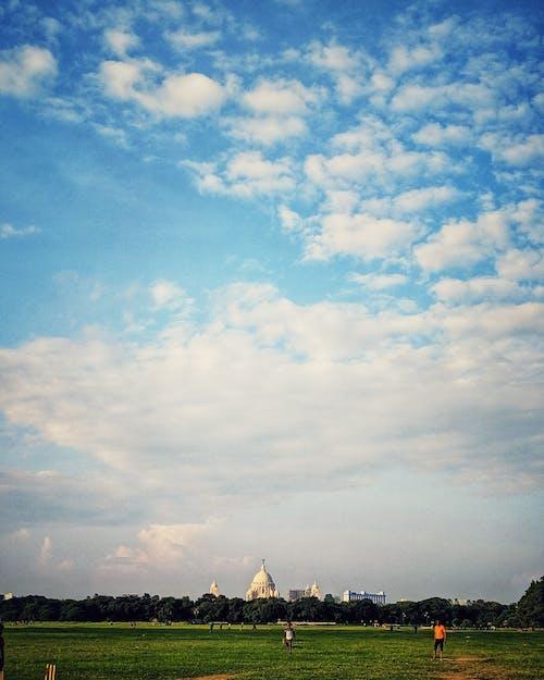 Бесплатное стоковое фото с голубое небо, детская площадка, мемориал виктории