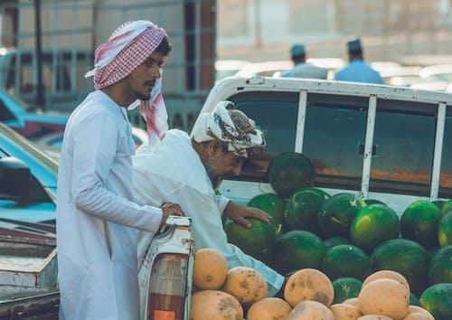 人, 出售, 商人, 水果 的 免费素材照片