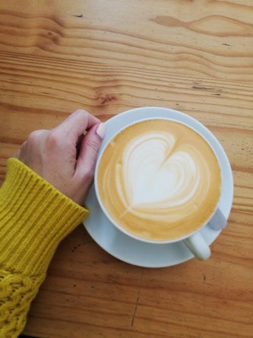 卡布奇諾, 咖啡, 金黃色 的 免费素材照片